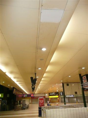 Prueba limpieza de techo de aeropuerto